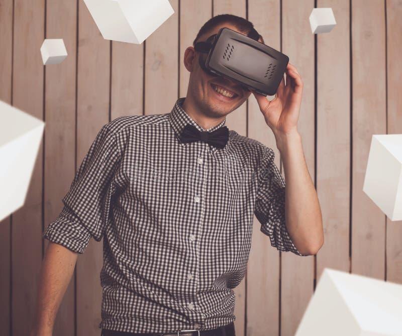 VR玻璃的人 免版税库存图片