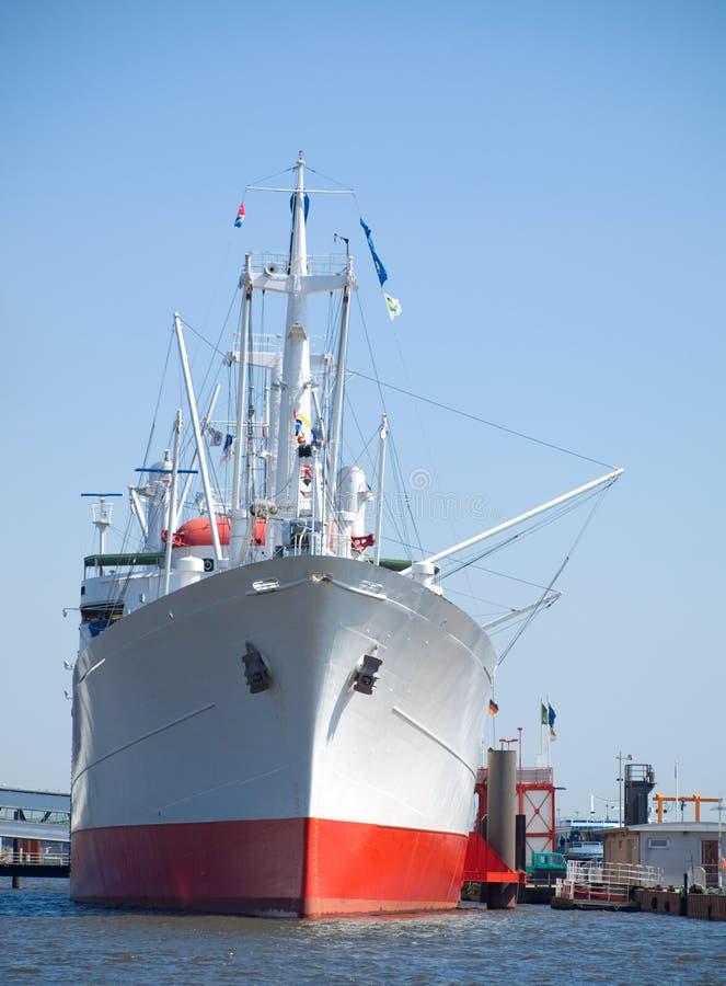 Vrachtboot, schipparkeren bij de ligplaats royalty-vrije stock foto
