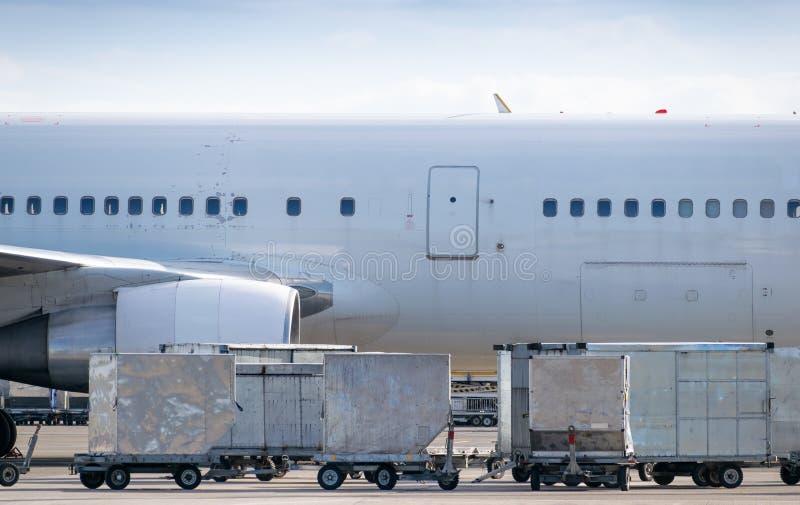 Vrachtcontainers voor luchtvaartuigen stock afbeelding