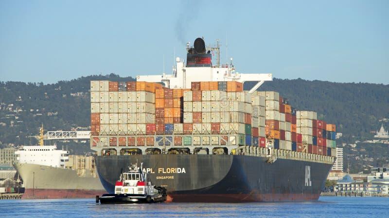 Vrachtschip APL die FLORIDA de Haven van Oakland vertrekken royalty-vrije stock afbeelding