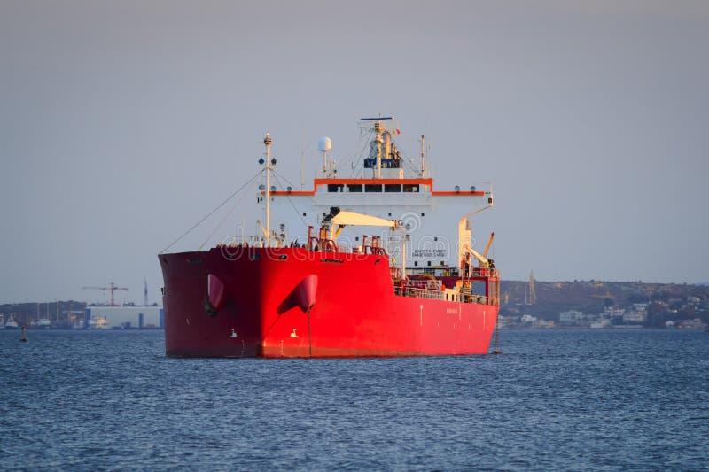 Vrachtschip bij ankerplaats royalty-vrije stock foto's