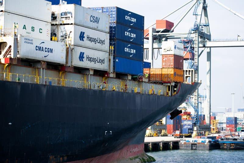 Vrachtschip in de haven van Rotterdam royalty-vrije stock foto