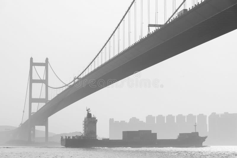 Vrachtschip en in Hong Kong stock foto's