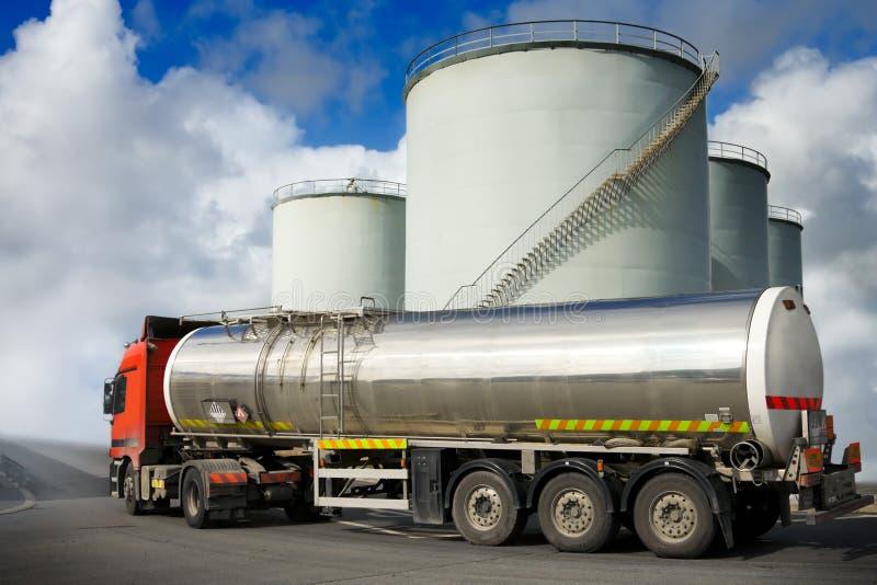 Vrachtwagen met brandstoftank royalty-vrije stock afbeeldingen