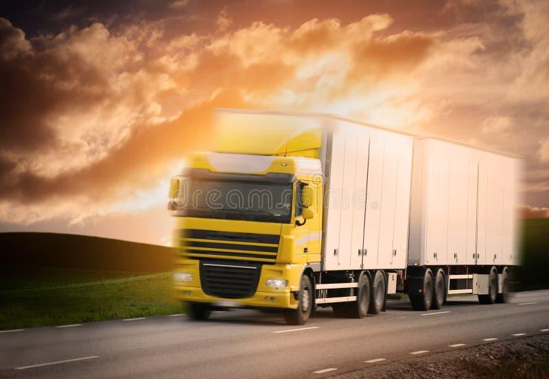 Vrachtwagen op de Weg royalty-vrije stock foto's