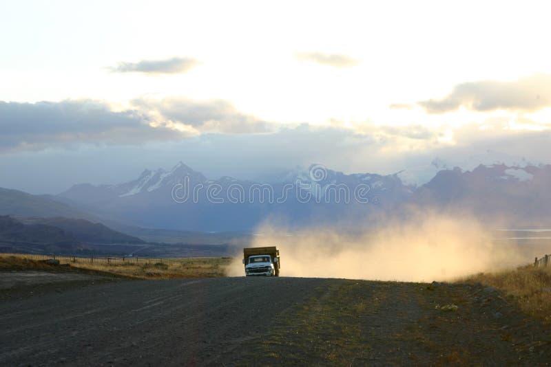 Vrachtwagen in Patagonië stock afbeelding