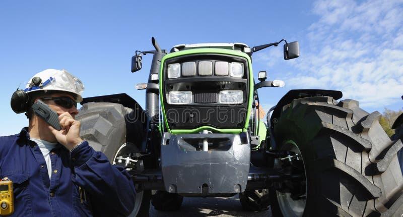 Vrachtwagen, tractor en bestuurder stock fotografie
