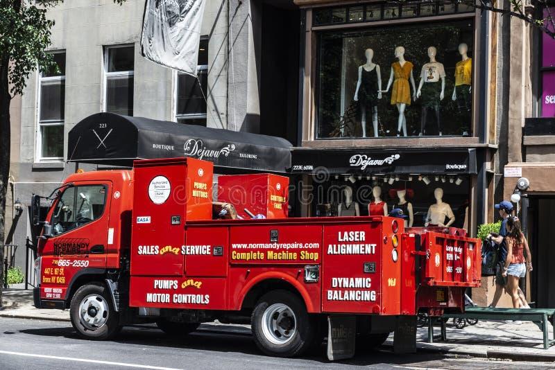 Vrachtwagen van een de reparatiebedrijf van pompmotoren in de Stad van New York, de V.S. royalty-vrije stock foto