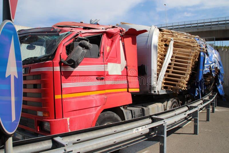 Vrachtwagen van weg, ongeval royalty-vrije stock fotografie