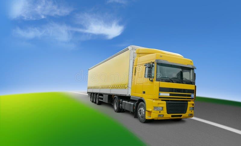 Vrachtwagen - vervoer en logistiek rond de wereld stock foto