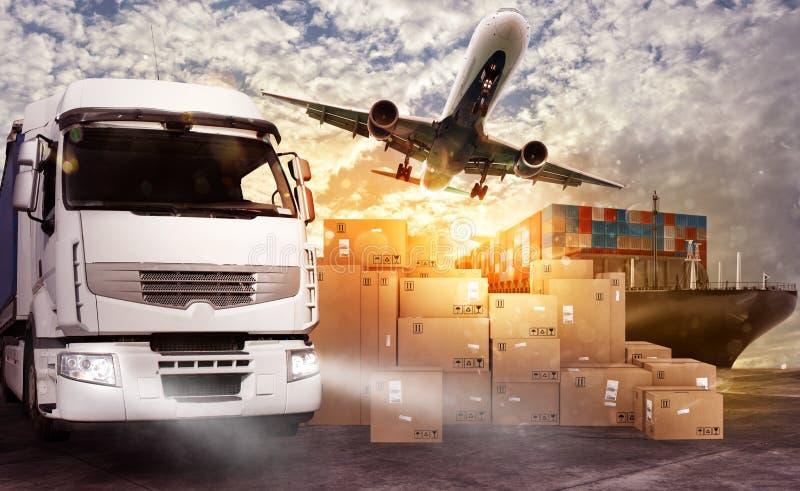 Vrachtwagen, vliegtuigen en vrachtschip klaar beginnen te leveren royalty-vrije stock afbeelding