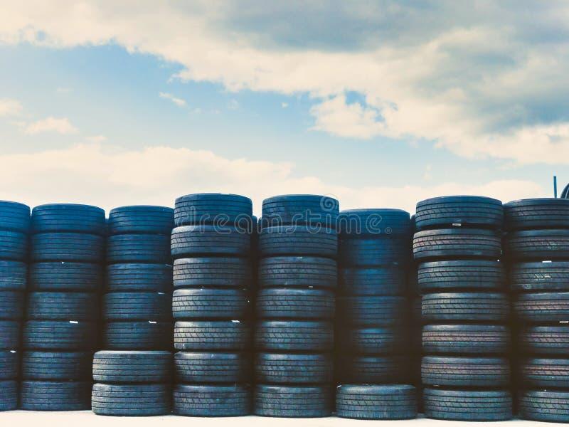 Vrachtwagenbanden op vertoning stock afbeelding