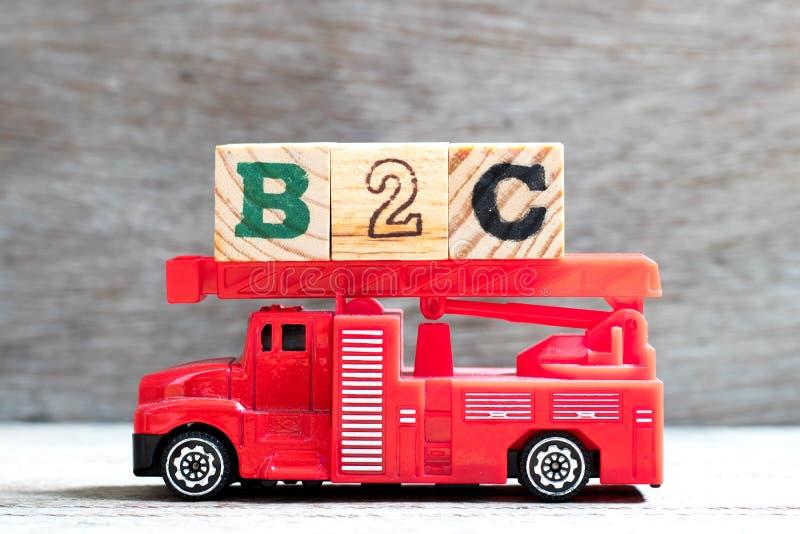 Vrachtwagenblok voor vrachtwagens met brandladder voor speelgoed in woord b2c ( Afkorting van bedrijf tot consument) over de acht royalty-vrije stock afbeelding