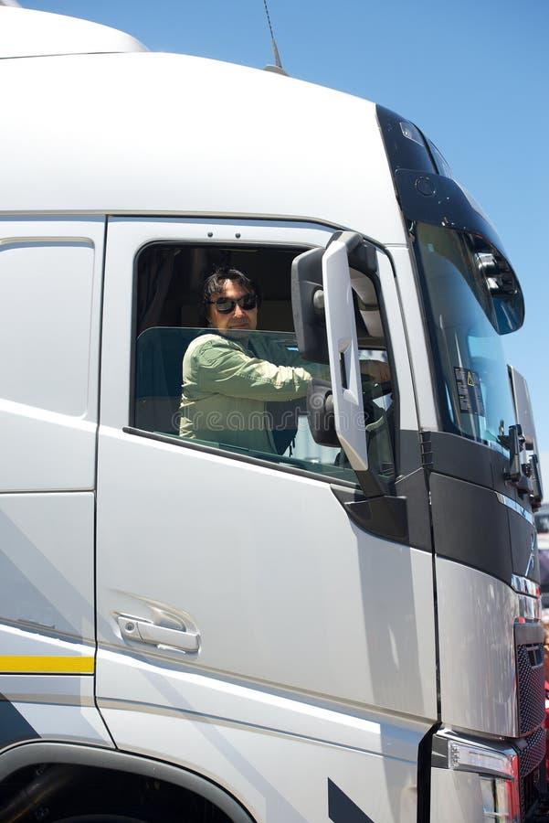 Vrachtwagenchauffeur in cabine royalty-vrije stock foto's