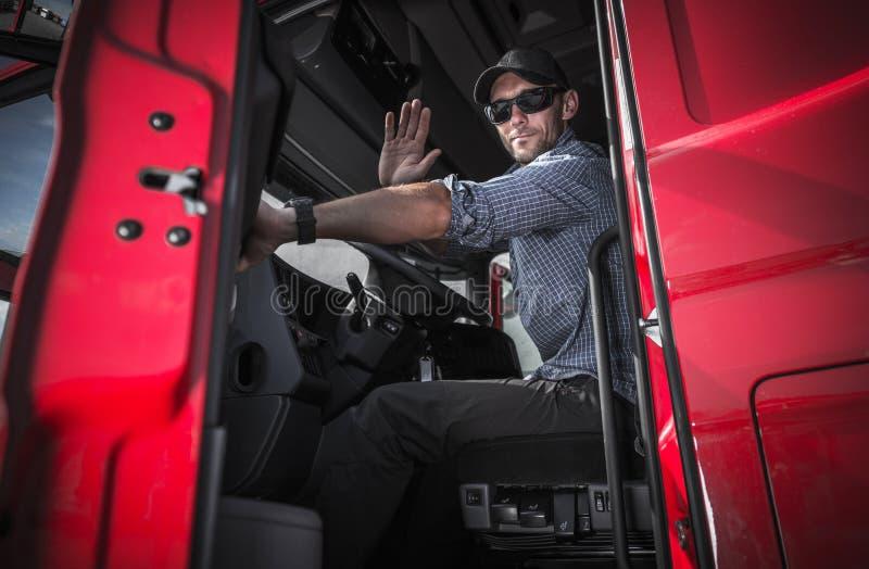 Vrachtwagenchauffeur Leaving Warehouse stock fotografie