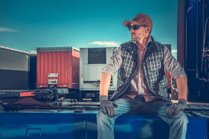 Vrachtwagenchauffeur Rest Area royalty-vrije stock afbeelding