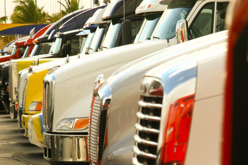 Opgestelde vrachtwagens royalty-vrije stock fotografie