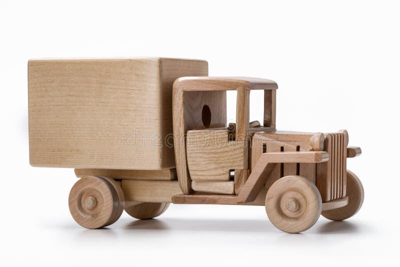 Vrachtwagenvan car stuk speelgoed van natuurlijk houten, zijaanzicht wordt gemaakt dat royalty-vrije stock afbeelding