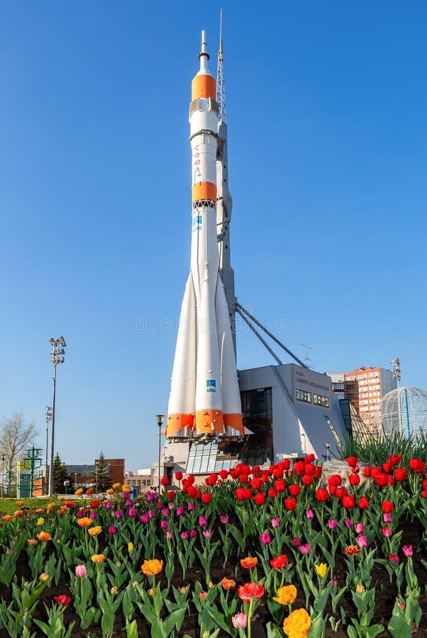 Vrai type vaisseau spatial de Soyuz comme centre de monument et d'exposition image libre de droits