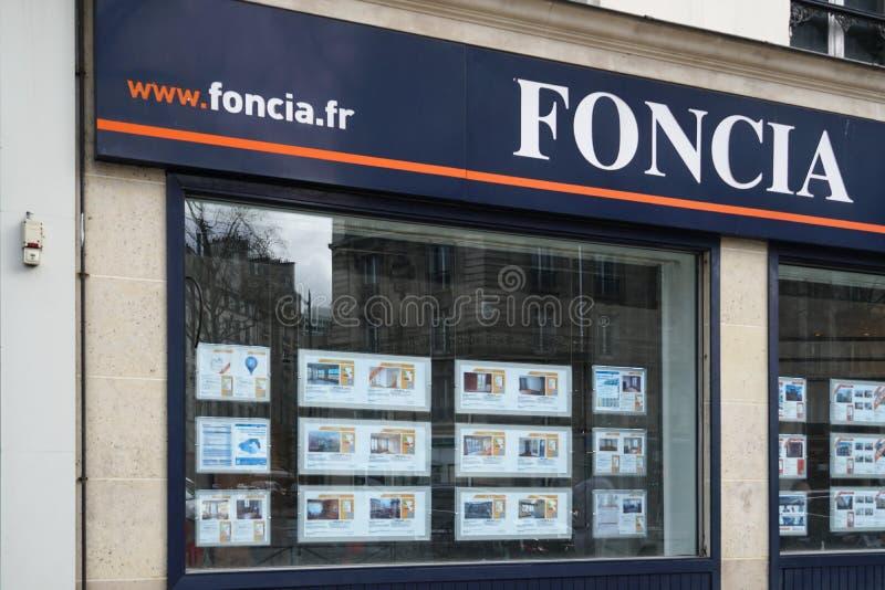 Vraie agence immobilière de Foncia photographie stock