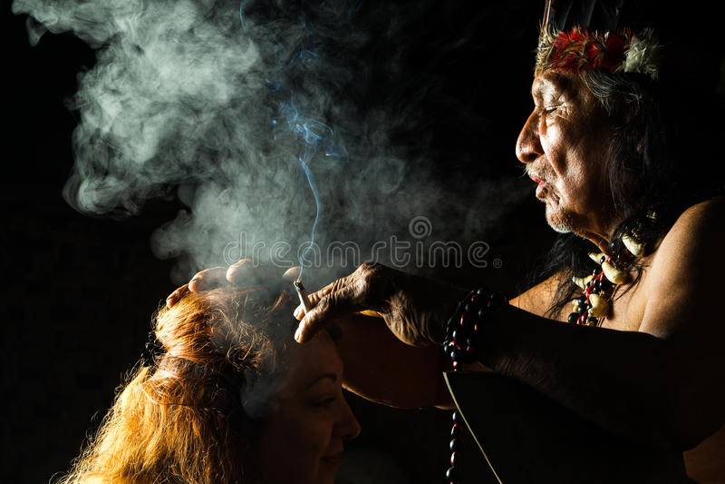Vraie cérémonie de Shamanic photographie stock