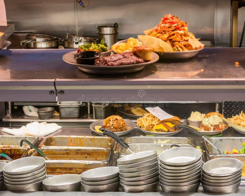 Vraie cuisine professionnelle de restaurant image libre de droits