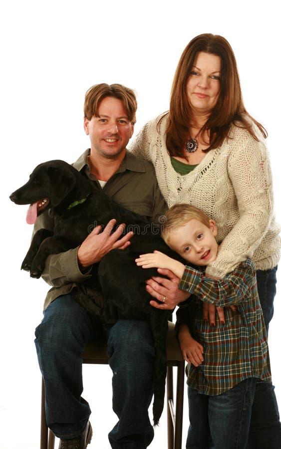 Vraie famille avec le chien image libre de droits