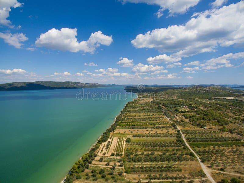 Vransko krajobrazu i jeziora widok z lotu ptaka fotografia royalty free