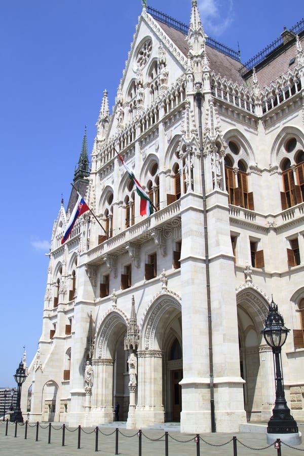 ?vre sikt f?r slut av ungersk parlamentbyggnad arkivbilder