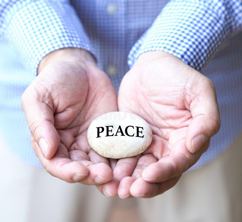 Vrede op witte kiezelsteen stock fotografie