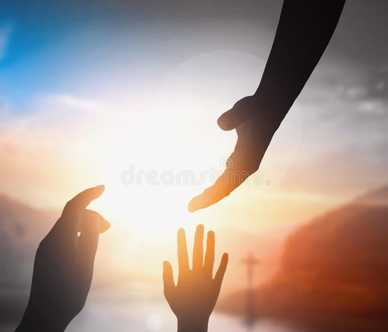 Vredesconcept: de hand van het helpen van Christus Jesus royalty-vrije stock foto's