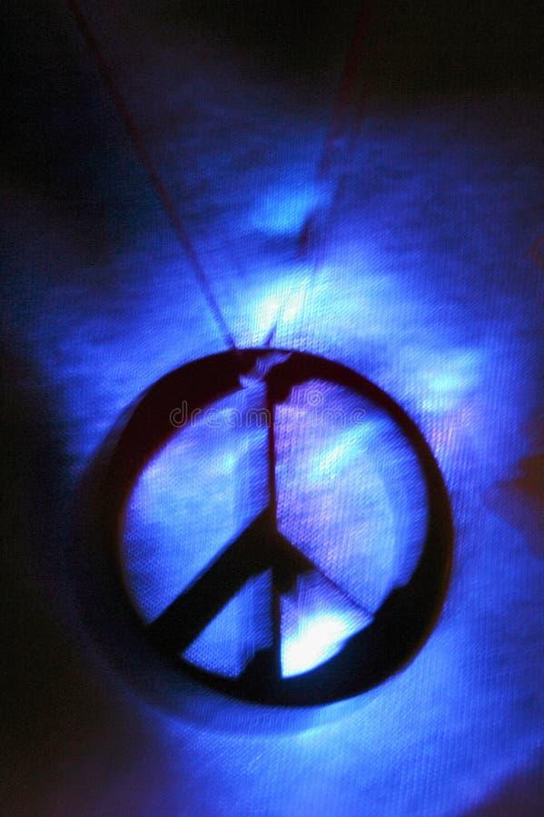 Vredesteken op t-shirt stock afbeelding