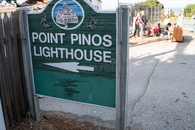 VREEDZAAM BOSJE, CA-Teken voor de Vuurtoren van Puntpinos, de langste ononderbroken gebruiksvuurtoren op de Gevestigde Westkust royalty-vrije stock foto's