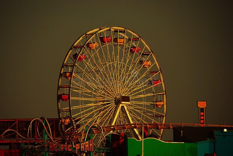 Vreedzaam park in Santa Monica bij zonsondergang stock foto's
