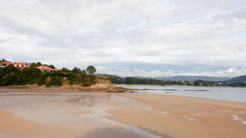 Vreedzaam zeegezicht in Spanje stock afbeeldingen