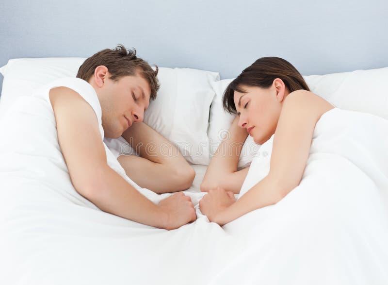 Vreedzame minnaars die samen slapen royalty-vrije stock fotografie