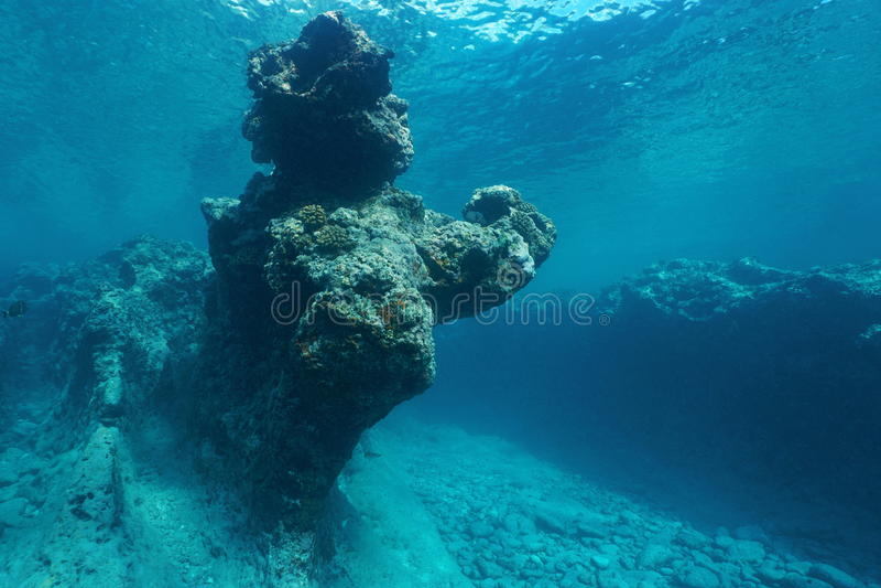 Vreedzame oceaan natuurlijke rotsvorming onderwater stock foto's