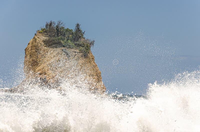 Vreedzame Oceaan op de kusten van het Nationale Park van Machalilla ecuador stock foto's