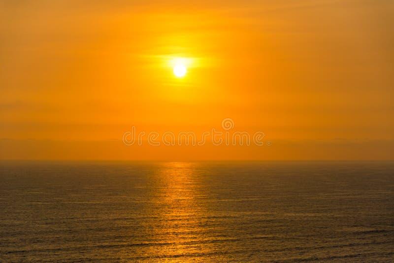 Download Vreedzame OceaanZonsondergang Stock Afbeelding - Afbeelding bestaande uit wolk, amerika: 54089195