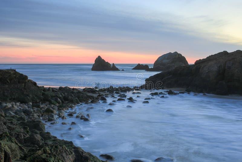 Vreedzame Oceaanzonsondergang, Sutro-Baden, San Francisco, Californië royalty-vrije stock foto's