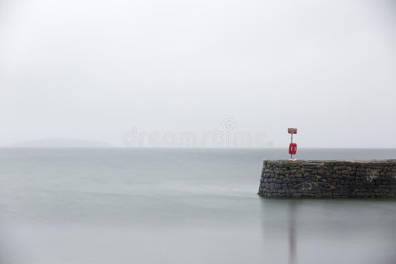 Vreedzame rustige pier bij dageraad royalty-vrije stock afbeeldingen