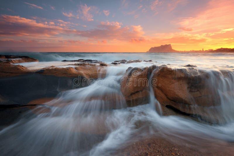 Vreedzame zonsondergang op de Middellandse Zee royalty-vrije stock afbeelding