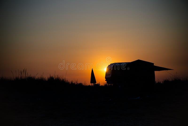 Vreedzame zonsondergang voor twee 2 royalty-vrije stock foto