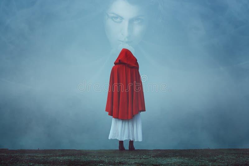 Vreemd vrouwengezicht in de mist stock foto