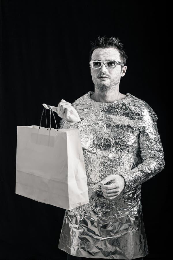 Vreemde mens met het winkelen zak royalty-vrije stock foto's