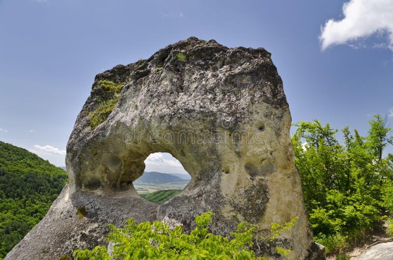 Vreemde Rotsvorming dichtbij de stad van Shumen, Bulgarije, genoemd Okoto royalty-vrije stock foto's