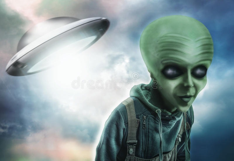 Vreemdeling en UFO royalty-vrije stock afbeelding
