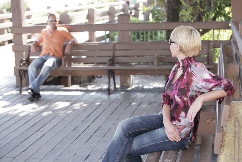 Vreemdelingen in het park royalty-vrije stock afbeelding