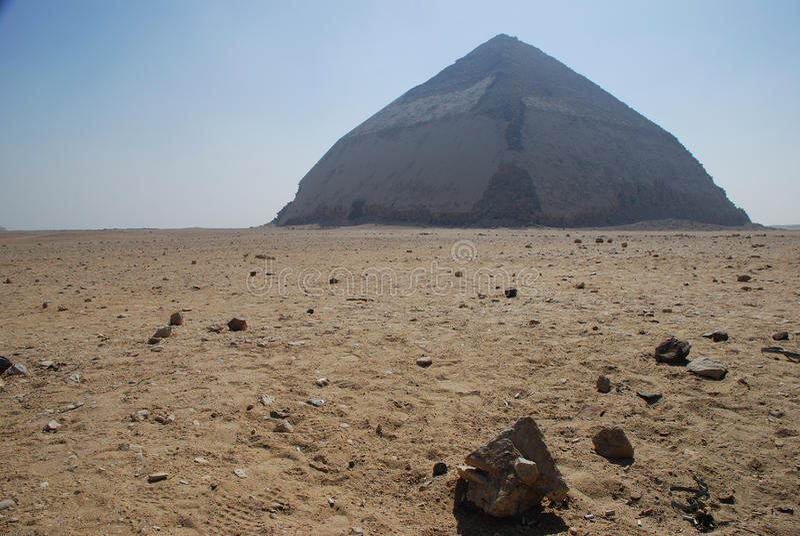 Vriden pyramid. Dahshur royaltyfria bilder