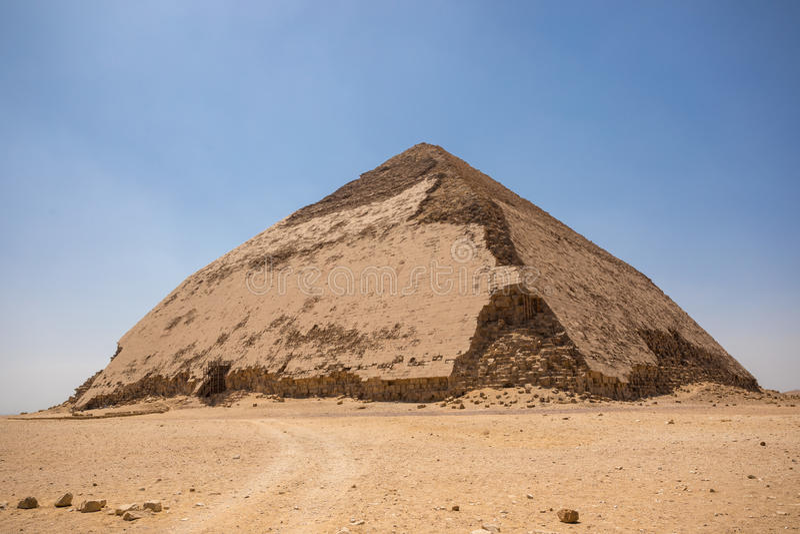 Vriden pyramid på Dahshur royaltyfri fotografi